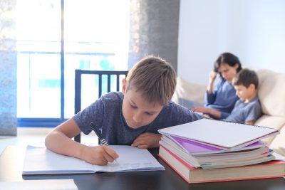 A gyerek is távokatásban tanul, segítsünk neki
